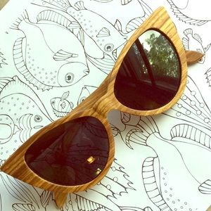 Accessories - Wooden polarized cat eye sunglasses with case